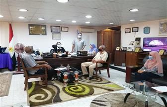 مترجم إشارة وميسرين لمساعدة ذوي الاحتياجات الخاصة بلجان انتخابات «الشيوخ» بسفاجا | صور