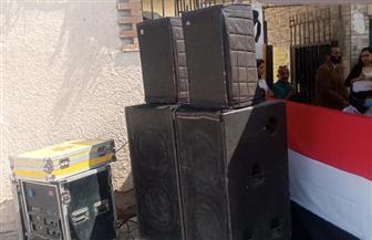 """""""الأغاني الوطنية"""" تصدح أمام اللجنة الانتخابية بمدرسة طبري الحجاز بمصر الجديدة"""