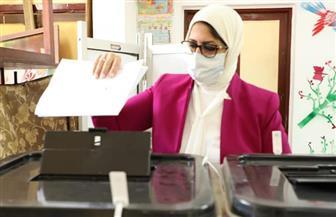 وزيرة الصحة تدلي بصوتها في انتخابات مجلس الشيوخ.. وتؤكد: تأمين لجان الانتخابات طبيا ووقائيا| صور