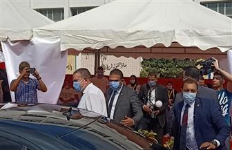 وزير قطاع الأعمال يدلي بصوته بانتخابات مجلس الشيوخ بمدرسة سيزا النبراوي بالتجمع الخامس   صور