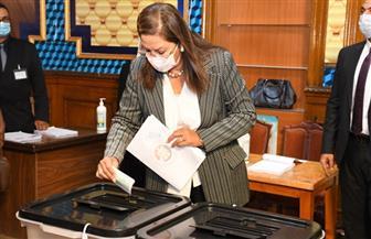 وزيرة التخطيط والتنمية الاقتصادية تدلى بصوتها في انتخابات مجلس الشيوخ | صور