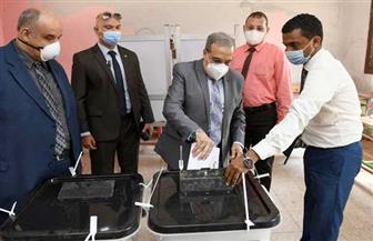 وزير الإنتاج الحربي يدلي بصوته بانتخابات «الشيوخ».. وتقسيم العمال لمجموعات للمشاركة في التصويت | صور