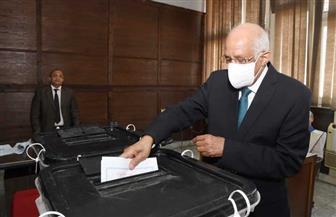 علي عبدالعال يدلي بصوته في لجنة الجامعة العمالية.. ويدعو المواطنين للتصويت | فيديو وصور