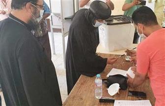 أسقف البحر الأحمر يدلي بصوته في انتخابات الشيوخ بالغردقة | صور