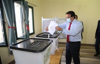 وزير التعليم العالي يدلي بصوته في انتخابات مجلس الشيوخ
