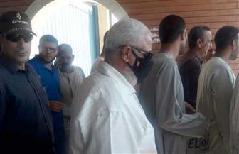 عمال بني سويف يتوافدون على لجان الاقتراع للإدلاء بأصواتهم | صور