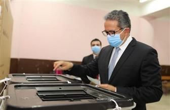 وزير السياحة والآثار يدلي بصوته في انتخابات مجلس الشيوخ | صور