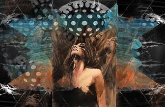 فنانة تشكيلية تستلهم تأثير «كورونا» على التواصل الإنساني في معرضها «ومضات غامضة» بالأوبرا | صور