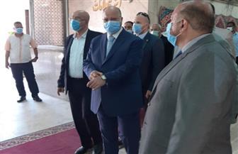 محافظ القاهرة يطمئن على سير الانتخابات في لجان مدينة نصر | صور