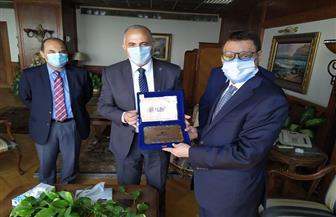 وزير الري يهدي درع الوزارة لمدير مكتب «فاو» لمنطقة الشرق الأدني وشمال إفريقيا | صور