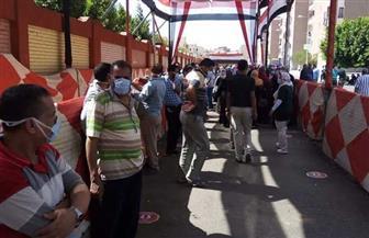 تزايد أعداد الناخبين أمام لجان مدرسة السلام بالزاوية الحمراء عقب خروج الموظفين| صور