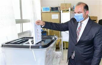 رئيس البورصة يدلي بصوته في انتخابات مجلس الشيوخ| صور