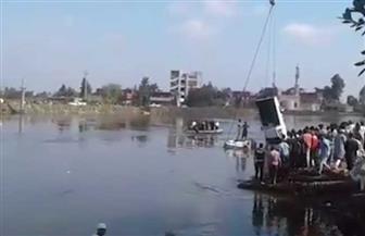 انتشال السيارة الثانية في حادث غرق عبارة البحيرة.. وتحسن حالة مصابين