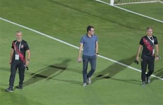 فايلر يعاين أرضية الملعب قبل لقاء الأهلي والإنتاج
