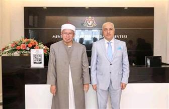 سفير مصر لدي ماليزيا يبحث مع وزير الشئون الإسلامية أوجه التعاون الثنائي | صور