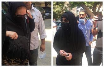 ميرفت أمين ودلال عبد العزيز أول الحاضرين في جنازة شويكار | صور