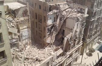 اللحظات الأولى لانهيار عقار شارع قصر النيل | فيديو وصور