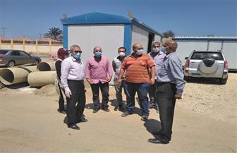 سكرتير عام بورسعيد يتابع تطورات الأعمال بمحطات رفع الصرف الصحي بالضواحي والزهور | صور