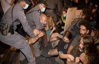 الشرطة الإسرائيلية تفرق مظاهرة تطالب باستقالة نتانياهو وتعتقل 12 شخصا