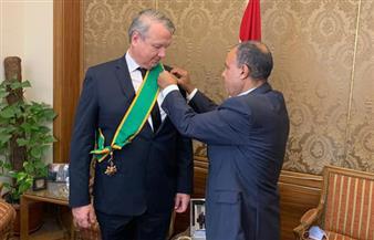 مساعد وزير الخارجية للشئون الأوروبية يقلد السفير المجري بالقاهرة وسام الجمهورية| صور
