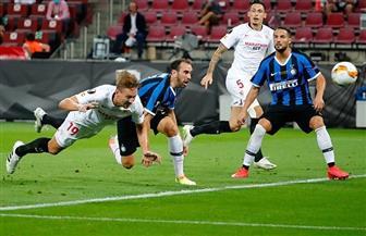 4 أهداف في شوط أول مثير بين إشبيلية وإنتر في نهائي الدوري الأوروبي