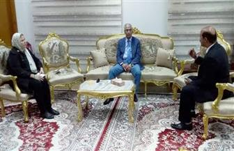 رئيس جامعة بورسعيد يبحث خطة محو أمية كبار السن | صور
