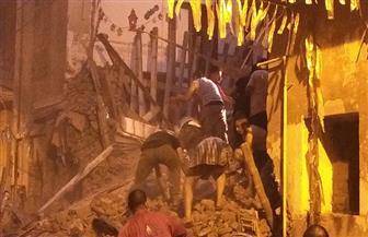 نجاة مواطن والبحث عن اثنين تحت أنقاض منزل طنطا المنهار| صور