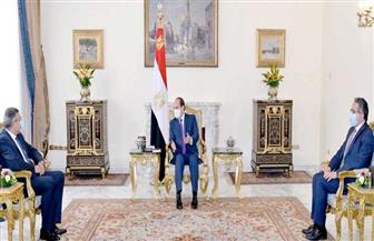 الرئيس السيسي يجتمع مع رئيس هيئة قناة السويس