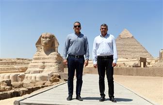 العناني والأمين العام لمنظمة السياحة العالمية يقومان بزيارة إلى منطقة أهرامات الجيزة | صور