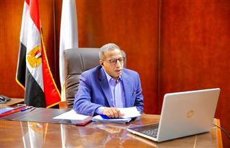 رئيس جامعة الأقصر يناقش تطبيق نظام التعليم الهجين عبر الفيديو كونفرانس | صور