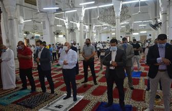 وزير الشباب ومحافظ بورسعيد يؤديان صلاة الجمعة وسط فرحة رواد مسجد السلام ببورسعيد| صور
