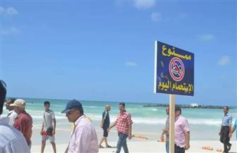 يتسللون ليلا.. «السياحة والمصايف» تواصل حملات إخلاء «شاطئ الموت» من المصطافين