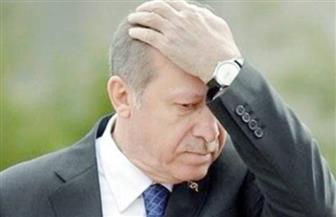 شاهد.. فيديو لأردوغان في موقف محرج على الهواء مباشرة