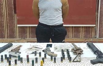 ضبط 7 قطع سلاح ناري بحوزة عنصر إجرامي بالبحيرة