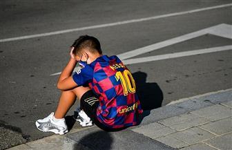 مشجع برشلونة الصغير يغطي على غياب ميسي عن فحص كورونا| صور