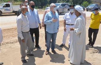 محافظ الأقصر يتابع مشروعات تنموية تعليمية وصحية ويوقف رئيس قرية عن العمل |صور