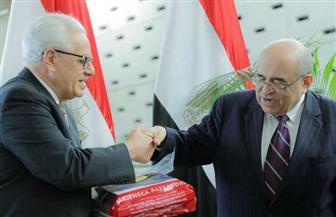 التشكيلي محمد شاكر يهدي مكتبة الإسكندرية متحفه الخاص.. و«الفقي» يصفه بـ «إهداء سخي» | صور
