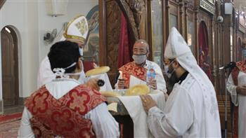 عودة صلوات القداسات بعد توقف 5 أشهر بكنائس الفيوم | صور