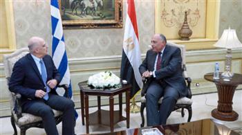 وزير الخارجية يستقبل نظيره اليوناني ويمهدان لتوقيع اتفاق تعيين الحدود البحرية