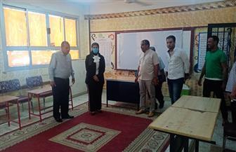رئيسة مدينة سفاجا تتفقد اللجان الانتخابية لمجلس الشيوخ للاطمئنان على جاهزيتها | صور