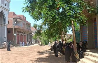 توافد الأهالي على مدخل قرية بنا أبوصير بالغربية استعدادا لاستقبال جثامين ضحايا انفجار بيروت | صور