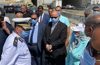 محافظ القاهرة يتفقد موقع حريق سيارة مواد بترولية على طريق المقطم بالدائري | صور