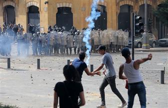إلقاء قنابل مسيلة للدموع على المتظاهرين بمحيط البرلمان اللبناني