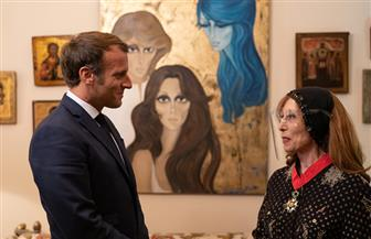 فيروز تظهر بالإجراءات الاحترازية في لقائها بالرئيس الفرنسي   صور