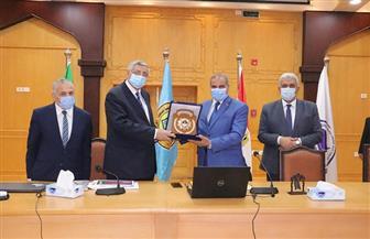 جامعة الأزهر تكرم مستشار رئيس الجمهورية للشئون الصحية