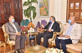 محافظ أسيوط يلتقي وفد إدارة صندوق مكتبات مصر العامة | صور