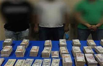 ضبط عصابة للاتجار في النقد الأجنبي بسوهاج.. بحجم تعاملات 1.5 مليون جنيه