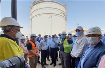 وزير البترول يتفقد مشروع تداول وتخزين المنتجات البترولية بميناء السخنة | صور