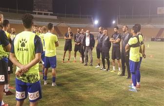 محمد عادل يجتمع مع لاعبي المقاولون قبل مواجهة الإسماعيلي