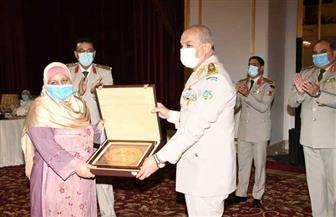 المتحدث العسكري ينشر صور تكريم وزير الدفاع لقادة القوات المسلحة المحالين للتقاعد والمجند وسيدة القطار